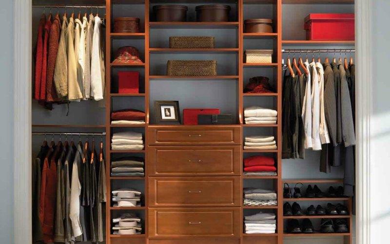 minimal_wardrobe